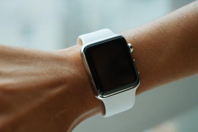 Apple Watch s LTE koupíte už i v Česku: Na kolik vás vyjde tarif?