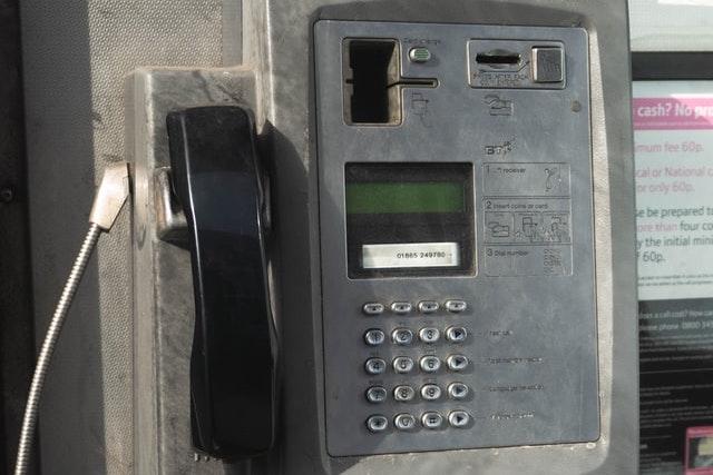 Konec telefonních budek v Česku: Na Příbramsku odstranili poslední