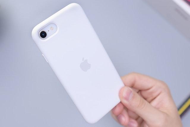Apple brzy představí iPhone SE 3 s podporou 5G