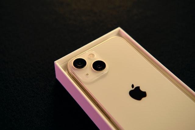 Poptávka po nových iPhone 13 oproti loňsku vzrostla o polovinu