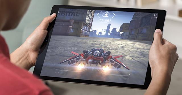 Jak se iPad Pro drží v ruce