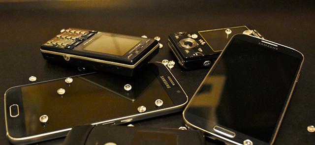 Chytrý nebo hloupý? Který mobil máte raději?
